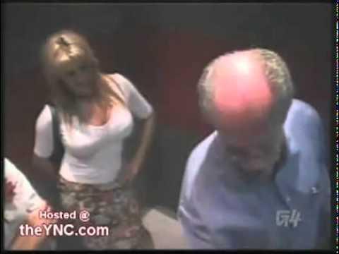 Ukryta Kamera Napalone dziewczyny w windzie