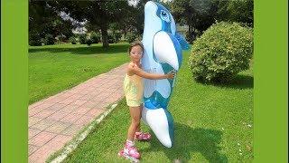 Yunus Balığı ile denizde eğleniyorum - Eğlenceli Çocuk Videosu - With Dolphin - Funny Kids Videos