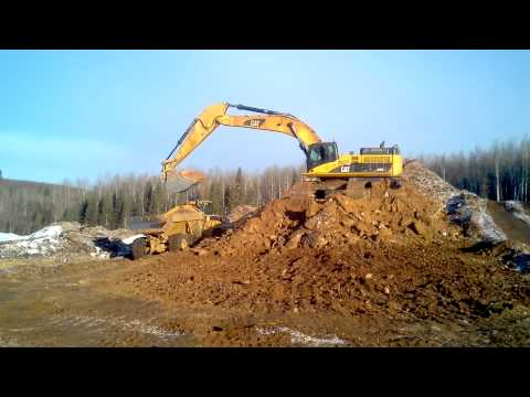 CAT 345 loading.3gp