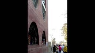 ঢাকা পঙ্গু হাসপাতালে সবার সামনে একজন ডাক্তার ধূমপান করছে