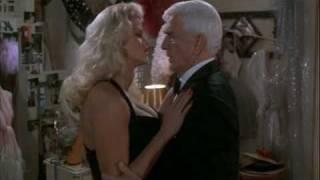 Anna Nicole Smith en Naked Gun 3