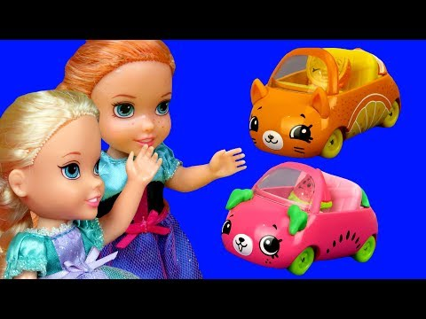 Cutie Cars ! Elsa and Anna toddlers are having fun - Aurora is upset - playdate playset mini cars