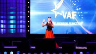 Anchor Resham Bhalla hosting for vestige award ceremony