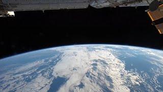 Immagini dallo spazio: la Terra dalla notte al giorno