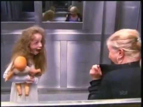 Menina Fantasma no Elevador Ghost Girl s Extremely Scary Prank An Elevator