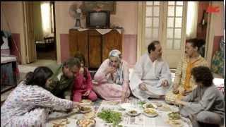 أقوى مشهد كوميدي من مسلسل بين السرايات الحلقة الأولى - عيلة كاملة بتخبي الأكل من بعض بطريقة كوميدية