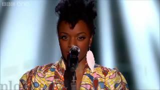 الفتاة التي غنت فوقفوا الجميع ذا فويس الامريكي - The Voice Uk