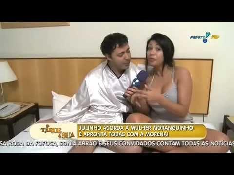 Julinho do Carmo acorda a Mulher Moranguinho