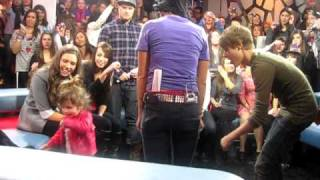 Justin bieber dancing with his little sister on NML !