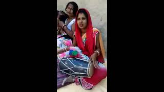 Road side Girls Singar  NEW Song  Hindi SONG/Sweet voice/talent on road/