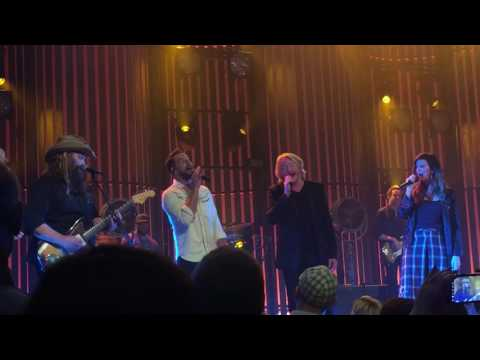 Download Chris Stapleton w/Little Big Town - Tennessee Whiskey