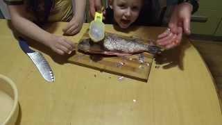 как почистить судака от чешуи ножом быстро видео