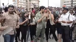 Kala Chashma Flash Mob - Indore Police Dancing With Katrina & Sidharth Malhotra