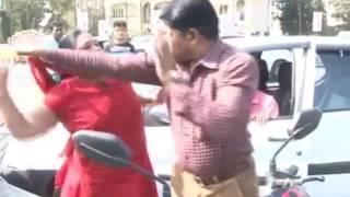 1 ladies ne ki police wale ki pitai car accident hua tha 2017