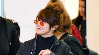 SELENA GOMEZ Arrives in JAPAN and Fans Got CRAZY! セレーナ・ゴメス空港到着でファン大興奮