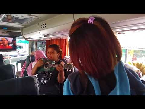 Keren dan lucu penyanyi Garut ngamen di Bis Pariwisata