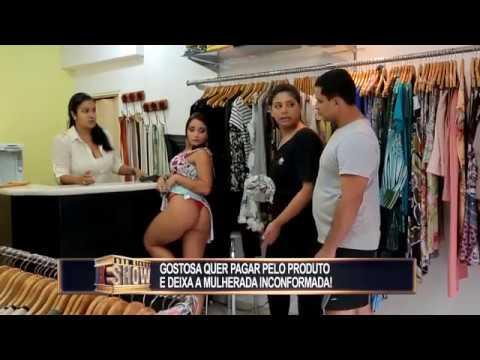 Garota resolve mostrar a calcinha que acabou de comprar e deixa a mulherada inconformada