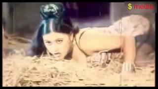 খোলামেলা গানের দৃশ্য Bangla Masala Movie Song na dekle miss