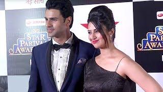Star Parivaar Awards 2017 | Divyanka Tripathi-Vivek Dahiya have fun with family on the red carpet
