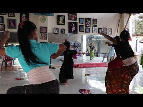 Belajar Tari Bali: Taruna Jaya dari belakang