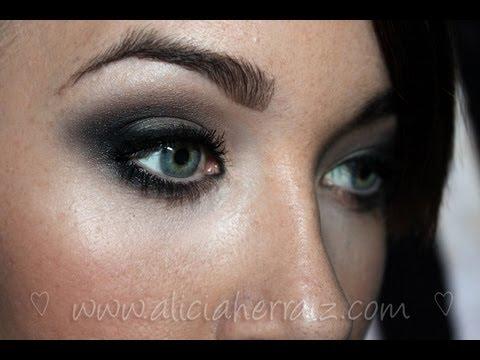 Maquillaje felino ojos rasgados
