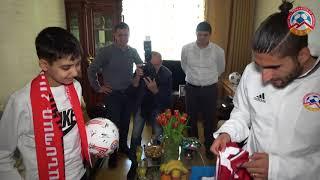 Արաս Օզբիլիսը և Գևորգ Ղազարյանը այցելել են 18-ամյա երկրպագու Գևորգին