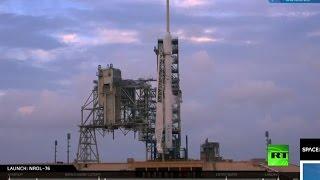استعدادات لإطلاق صاروخ فالكون 9 من قاعدة كيب كانافيرال في ولاية فلوريدا الأمريكية