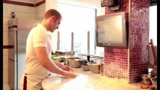 Pizza dough recipe in Naples: pizza Margherita