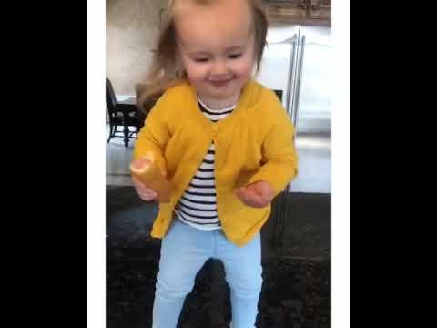 Xxx Mp4 Toddler Girl With Corn Dog Dances To Beyoncé 3gp Sex