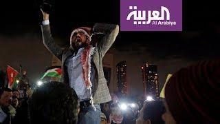 على خطى السترات الصفر .. شماغات وسترات حمر في الأردن وتونس