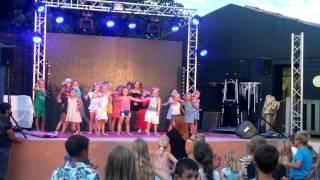 Jill dancing kids sundance 2 aloha camping serignan plage