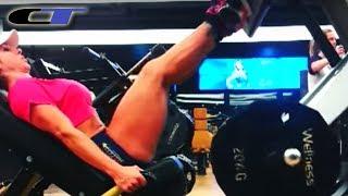 Geisa Vitorino malhando pernas na academia