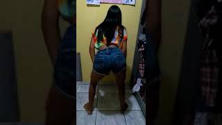 Adriele dançando funk