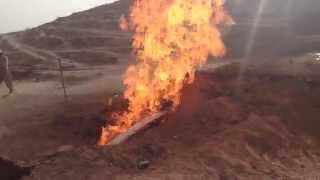 Most bizarre well! Water mixed with fire البئر السحري, غرائب العراق, ماء ونار مع بعض