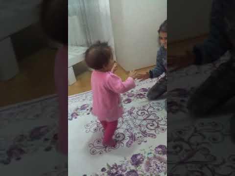 11 aylık yürüyen bebek