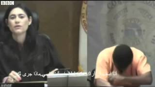 موقف مؤثر جدا - صديقان من أيام المدرسة يلتقيان في المحكمة هي قاض وهو متهم بالسرقة