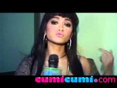 Julia Perez ; Dewi Perssik Harusnya Ngaca CumiCumi