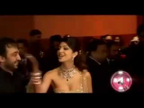 Riya Sen caught smooching in a party