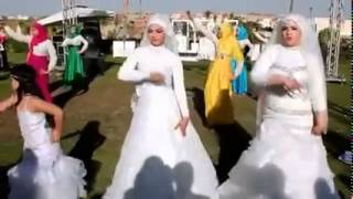 عروسان مصريتان تشعلان «فيس بوك» بـ«وصلة رقص» رائعة