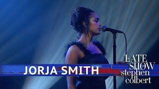 Jorja Smith Performs