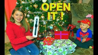 Kids React to (early) Opening Christmas Presents 2017 ! 20 Days of Christmas Gifts for Kids