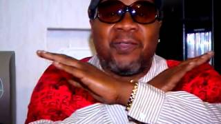 Papa Wemba Le Vieux M'zee dans Lisolo Ya Couloir (Bazonkion).