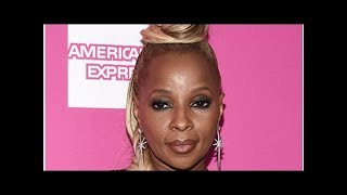 Mary j blige my lawless braless, 46, showing off every curve in suồng jumpsuit