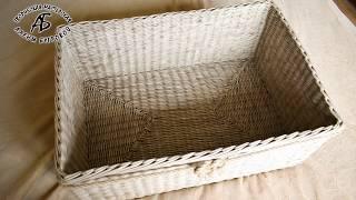 Плетем прочное прямоугольное дно от центра из газетных трубочек.