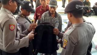 VIDEO Lahan Dicaplok Perusahaan Sawit Warga Demo di Kantor Bupati