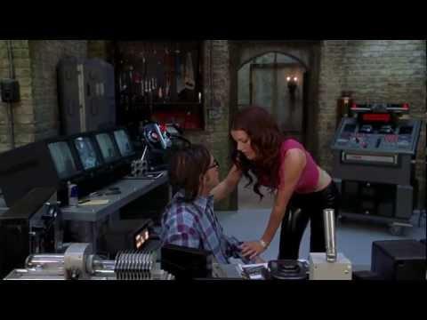 Kathleen Robertson - Scary Movie 2 -- Hot Scene