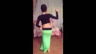 اجمل رقص بنت في المنزل