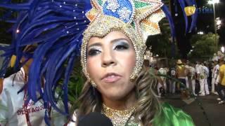 Mulher Melão desfila como 'paixão nacional'