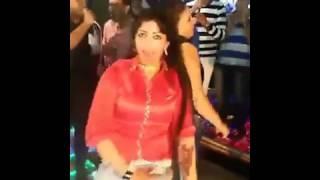 رقص شاهد ماذا فعل بها امام الجمهوور تحرش علني والراقصه مجابه ✓ صاحبه 3 مليون مشاهده 2017