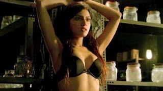 Bollywood Actress 'Sapna Pabbi' enjoy bold scenes in 'Khamoshiyan'...